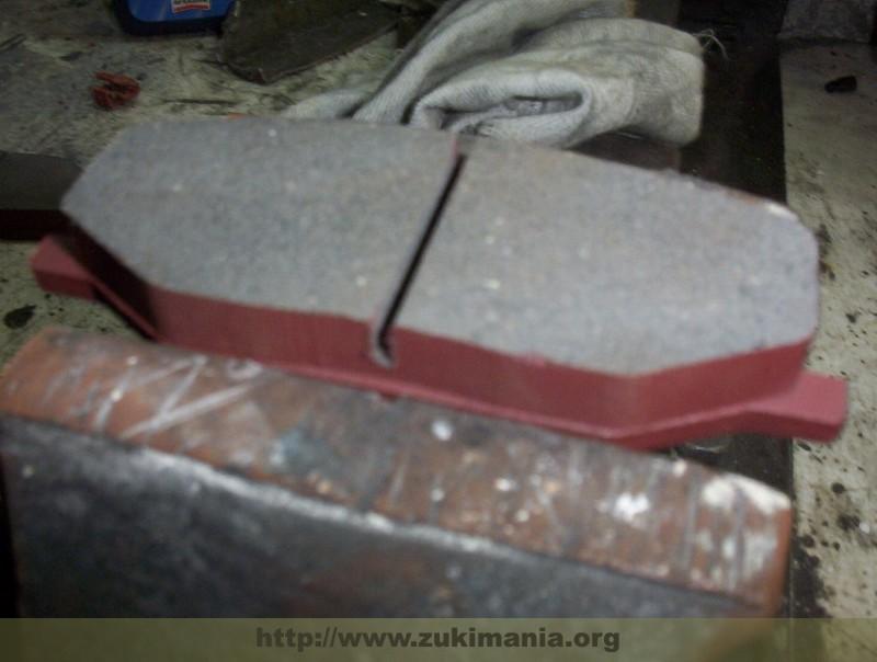 Foto di un dettaglio per la sostituzione delle pastiglie freni del suzuki